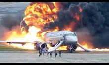 Нови кадри с горящия руски самолет в Москва