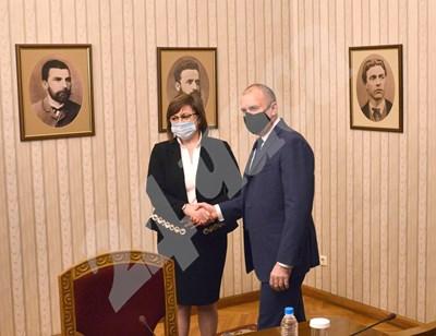 Президентът Румен Радев и лидерът на БСП Корнелия Нинова на консултациите през януари за датата на изборите.