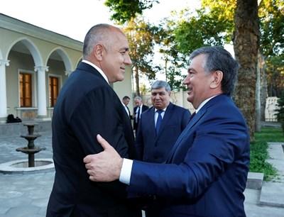 Министър-председателят на Узбекистан Шавкат Мирзийоев посреща Бойко Борисов на работната вечеря Снимка: МС