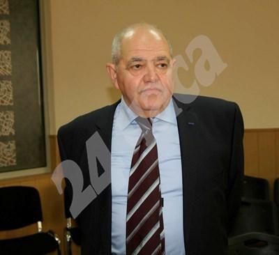 Проф. Симеон Василев чу оправдателната присъда.