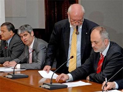 Пенсионната реформа ще бъде договорена със синдикати и работодатели, обеща Младенов. СНИМКИ: ПАРСЕХ ШУБАРАЛЯН