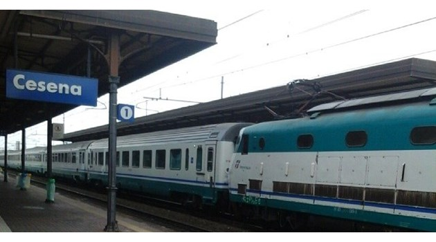 Погребаха 13-годишна българка, която се хвърли под влак в Италия след кавга с майка си. Преди години неочаквано починал баща й