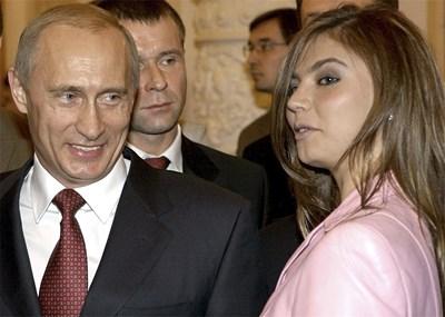 Путин и Кабаева през 2004 г. СНИМКА: РОЙТЕРС