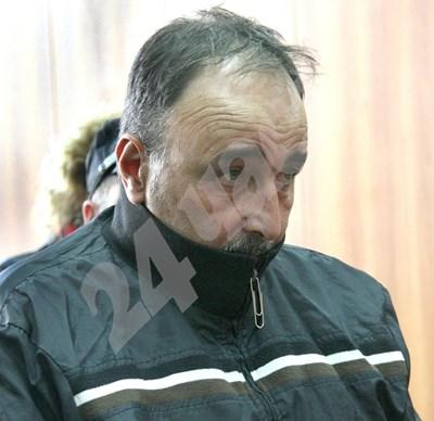 Полицаят Стоян Павлов-Палата поиска да бъде пуснат от ареста. Снимки: Евгени Цветков СНИМКА: 24 часа