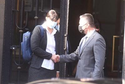 Министърът на правосъдието проф. Янаки Стоилов посреща Лаура Кьовеши.   СНИМКА: ВЕЛИСЛАВ НИКОЛОВ