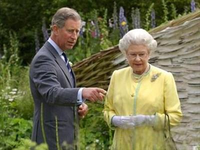 Кралица Елизабет и принц Чарлз.