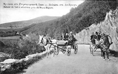 На пощенска картичка от началото на ХХ в. е показана разходка с каруци в местността Аи Бунар, която вече ще се нарича Мечи кладенец. СНИМКА: Архив