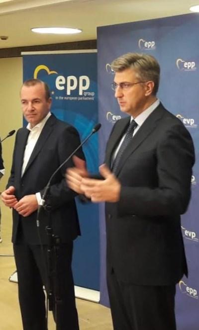 Манфред Вебер (вляво) и хърватският премиер Андрей Планкович (вдясно)  СНИМКА: Кристина Кръстева