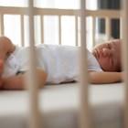 Защо е хубаво бебето да спи в отделна стая