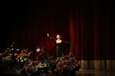 Колдамова гастролира на много сцени по света, като най-често гостува в Париж и Хавана. Но първата  любов е сцената на Софийската опера и балет, където започва да работи през 1954 г.