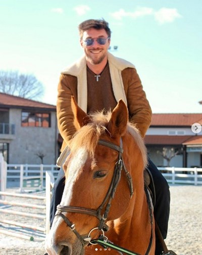 Миро беше на уроци по езда през уикенда.