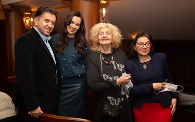 """Татяна Лолова с Игор Марковски изгледа """"Мама миа"""" в събота вечерта."""