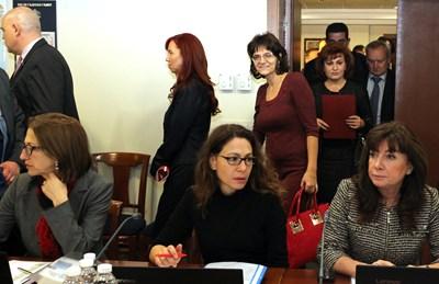 Спецсъдии и прокурор влизат в заседателната зала на ВСС за изслушване. СНИМКА: Румяна Тонeва