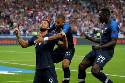 Оливие Жиру е облекчен след попадението си за победата на Франция с 2:1 над гостите от Холандия. СНИМКА: РОЙТЕРС