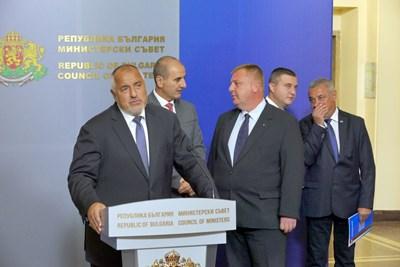 Премиерът Бойко Борисов обяви заедно с коалиционните си партньори имената на новите министри в понеделник, но Александър Манолев се оттегли сам. СНИМКА: Пиер Петров