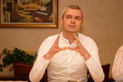 """Лидерът на """"Възраждане"""" на разпит в полицията във Варна"""
