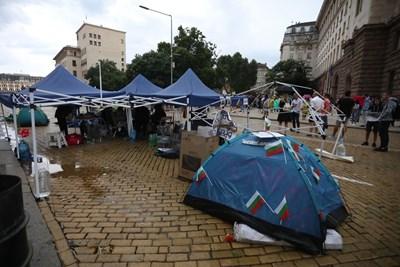 В петък вечерта протестиращите отново разпънаха палатките си на Орлов мост.  СНИМКИ: НИКОЛАЙ ЛИТОВ