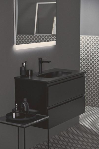 Коприненочерно –  дръзко и елегантно от Ideal Standard