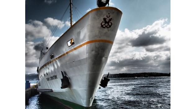 Цял кораб под карантина в Южна Африка заради двама български моряци