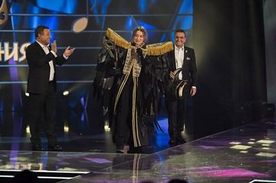 Михаела Маринова спечели първото издание на шоуто, чиито водещи са Димитър Рачков и Васил Василев-Зуека. СНИМКА: Архив на предаването