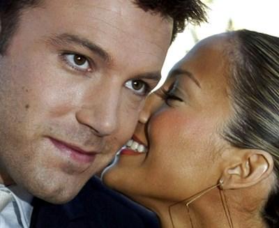 През 2003 г. Дженифър и Бен са във вихъра на любовта си