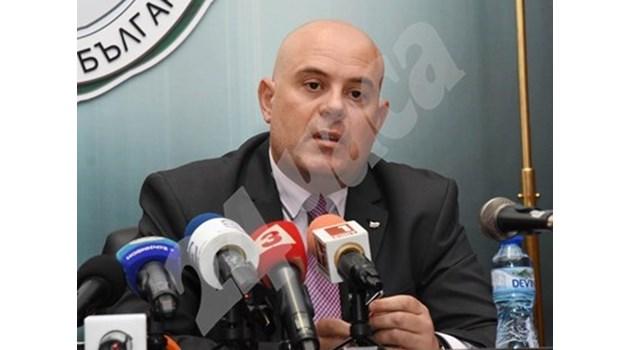 Адвокат на Цветан Василев обвинен за натиск на свидетеля Лазов