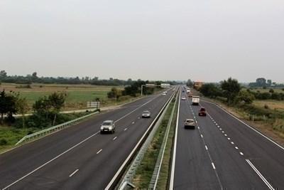 Затрудено е движението по пътя Благоевград - Кресна заради паднала кола в р. Струма