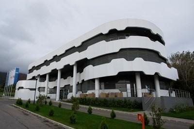 Засилено полицейско присъствие има пред Националната футболна база в Бояна. Снимка Архив