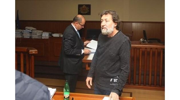 Банева подкрепя проверката на приватизацията, Банев иска да прави изявление в съдебната зала