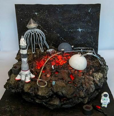 """Жаклин Василева (11 клас) от СУ """"Св. Паисий Хилендарски"""" гр. Златица е направила Рудник на бъдещето – миниране на астероиди."""