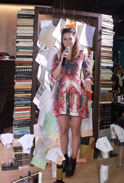 Вдъхновителката Мила Боги обяви победители в конкурса за коледно писмо. СНИМКА: Снимки: Румяна Тонева