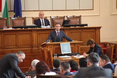 Промените в закона, коото ще доведат до по-бързо отчуждаване на земи за нуждите на национални проекти, са внесени от депутата Александър Ненков СНИМКА: Румяна Тонeва