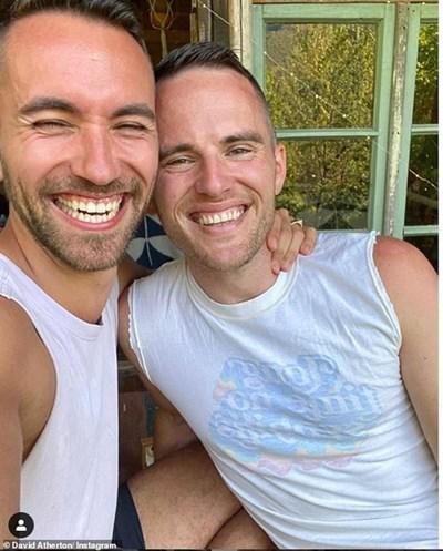 Най-добрият британски готвач за миналата година Дейвид Атертън (вдясно) с българския си годеник Ник Сарийски  СНИМКА: ИНСТАГРАМ