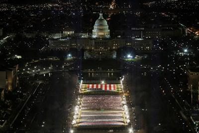 Сградата на Капитолия в САЩ е подготвена за встъпването в длъжност на новоизбрания президент Джо Байдън. Снимки: Ройтерс