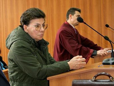 Иванка Ройдова отново влиза в съда. Снимка: 24 часа