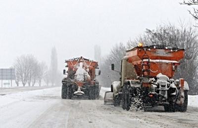 Снегопочистващи машини по пътя Мездра - Ботевград СНИМКА: Валери Ведов