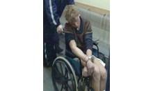 Нападателят на полицаите не останал в изолатора, скочил от втория етаж на болницата