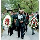 Десетки приятели изпратиха убития Любомир Пенев