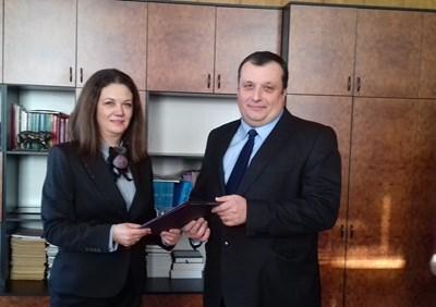 Апелативният прокурор Таня Недкова връчи акта на Христо Христов