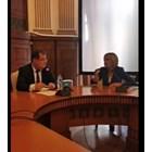 Мая Манолова първа влезе при новия земеделски министър, обяснява му за норките (Видео)