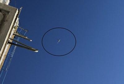 Преди началото на визитата в небето над гръцкия град кръжат дори хеликоптери СНИМКИ: xronos.gr