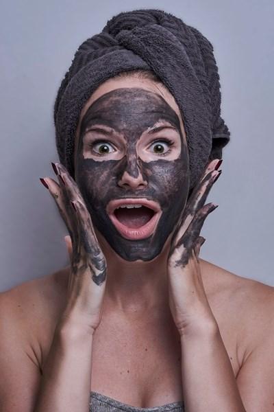 Оставете маската да подейства 10-ина минути, преди да измиете лицето си.