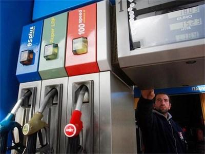 Бензиностанциите в Гърция вече трябва да издават касови бележки на всеки шофьор. Това предизвика гнева на собствениците им. СНИМКА: РОЙТЕРС
