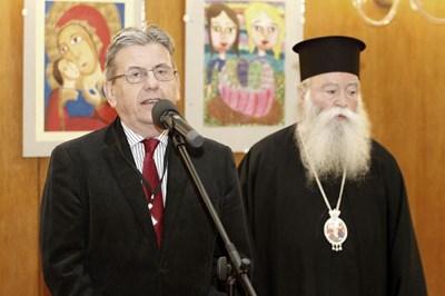 Проф. Константинов и митрополит Гавриил работят заедно за лечението на децата, които страдат от онкологични заболявания.