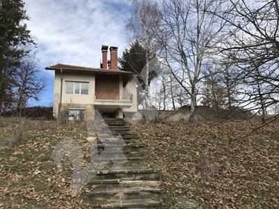 В тази къща в село Средногорово 16-годишната Петя е удушила бебето си   СНИМКА: Ваньо Стоилов СНИМКА: 24 часа