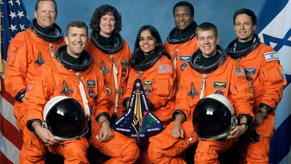 Резултат с изображение за Космическата совалка Колумбия се разпада