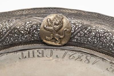 Изправен български лъв е изобразен върху ценните подноси на Батенберг.  СНИМКА: АРХИВ