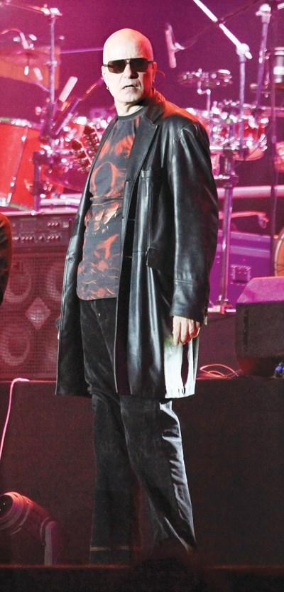 """Слави Трифонов на концерт. Когато и да обяви, че ще пее с """"Ку-ку бенд"""", залите и стадионите се препълват. СНИМКА: Румяна Тонeва"""