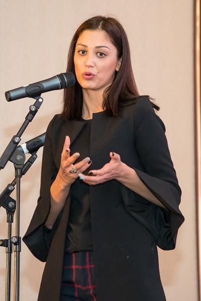 """Евелина Славкова: ГЕРБ и БСП ще си направят услуга, ако си """"заговорят"""" - това ще отхапе от малките"""