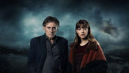 """Гейбриъл Бърн и Дейзи Едгар Джоунс са в главните роли във втория сезон на """"Война на световете"""". Той е проф. Уорд, а тя - Емили."""
